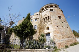 castello acquaviva montefino abruzzo