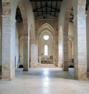 La navata centrale della chiesa di San Bartolomeo (X-XII sec.)