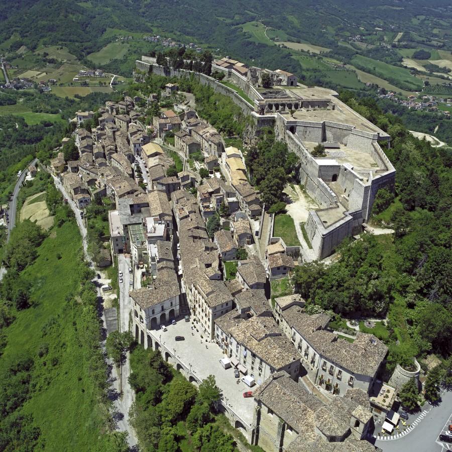 Veduta del paese e della fortezza di Civitella del Tronto (ph. Maurizio Anselmi)