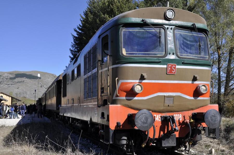 Treno storico in sosta alla stazione di Rivisondoli-Pescocostanzo (ph. Ivan Masciovecchio)