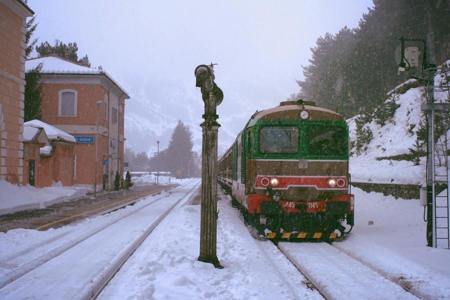 Nevicata alla stazione di Campo di GIove (ph. Nicola Malcangio)