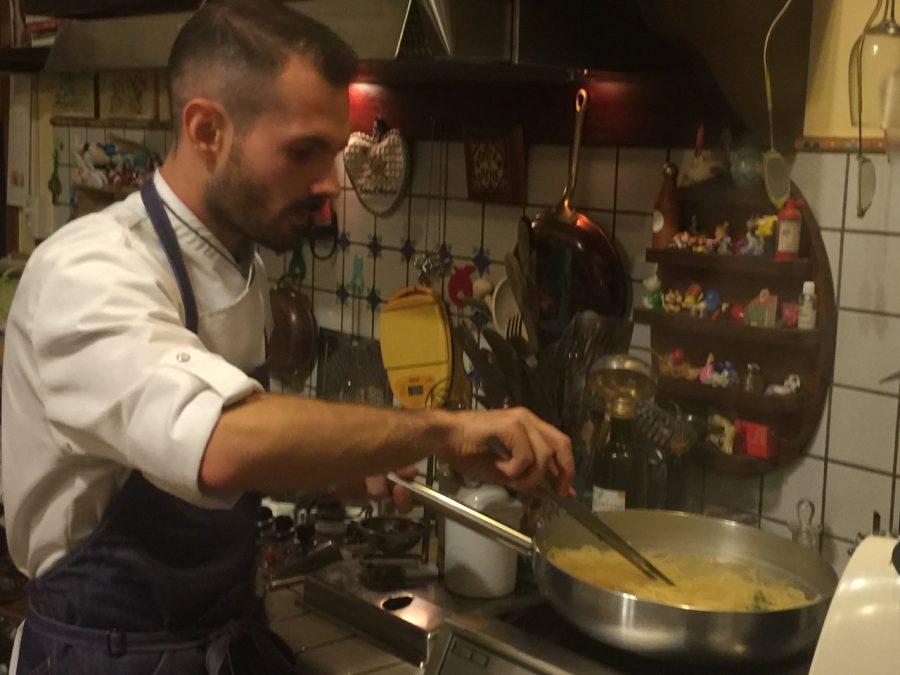 Foto di Daniele D'Alberto, il giovane chef co-titolare di Br1 Cultural Space a Montesilvano Colle.