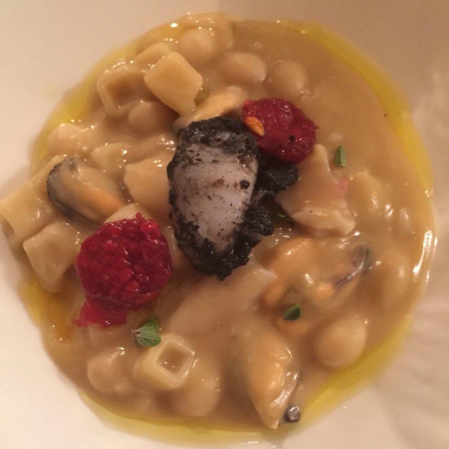 Gambero crudo e qubotto con fagioli Tondino del Tavo e pancetta croccante