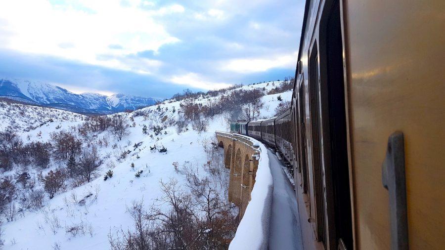 Treno storico su uno dei viadotti lungo il Colle Mitra (ph. Claudio Colaizzo)