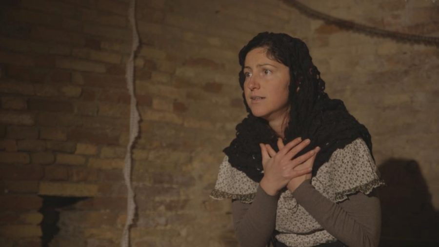 Francesca Cmilla D'Angelo in scena (ph. sito Muré Teatro)