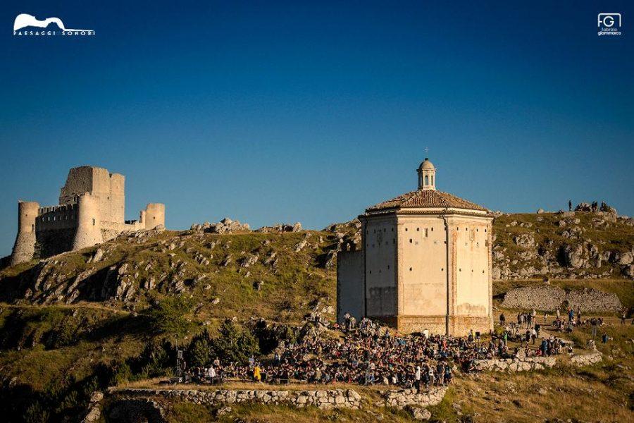 Rocca Calascio e Chiesa di Santa Maria della Pietà (ph. Fabrizio Giammarco per Paesaggi Sonori)
