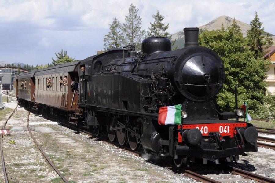 La Vaporiera degli Altipiani in arrivo alla stazione di Roccaraso (ph. Ivan Masciovecchio)
