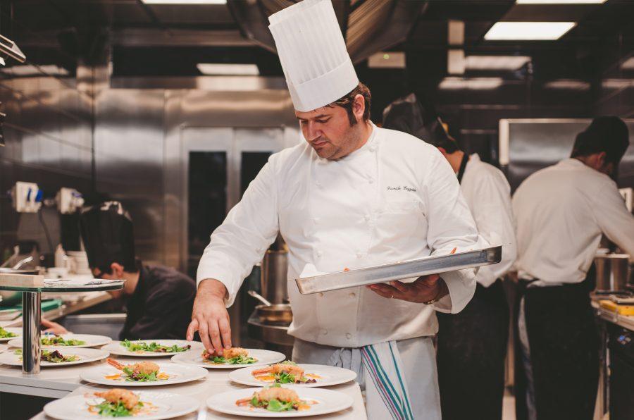 Davide Pezzuto nel suo ristorante (ph. sito D.One)
