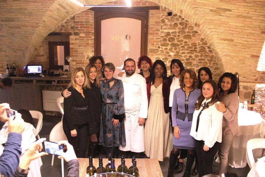 Le Donne del Vino d'Abruzzo con lo chef Davide Pezzuto (ph. Guido Ramini)