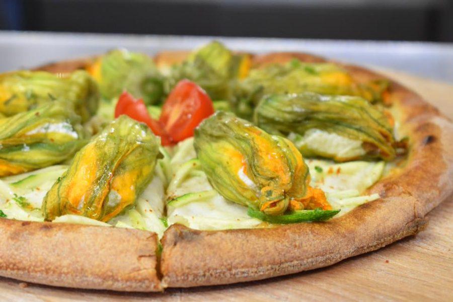 Pizza Fiori gialli... fiori di zucca (ph. archivio La Sorgente)