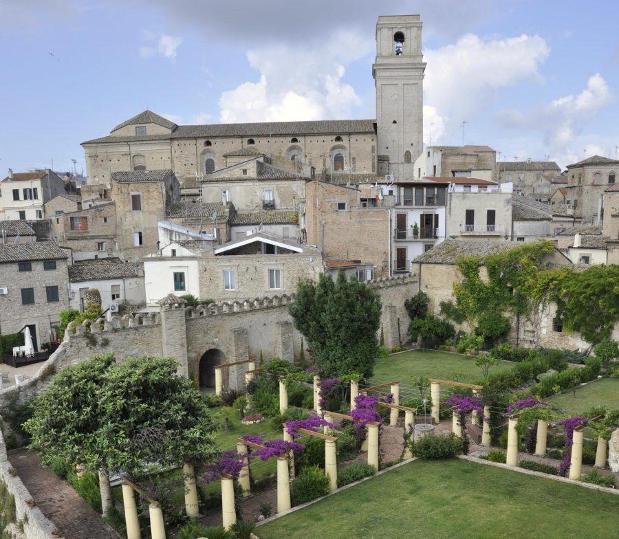 Giardini di Palazzo D'Avalos (ph. Ivan Masciovecchio)