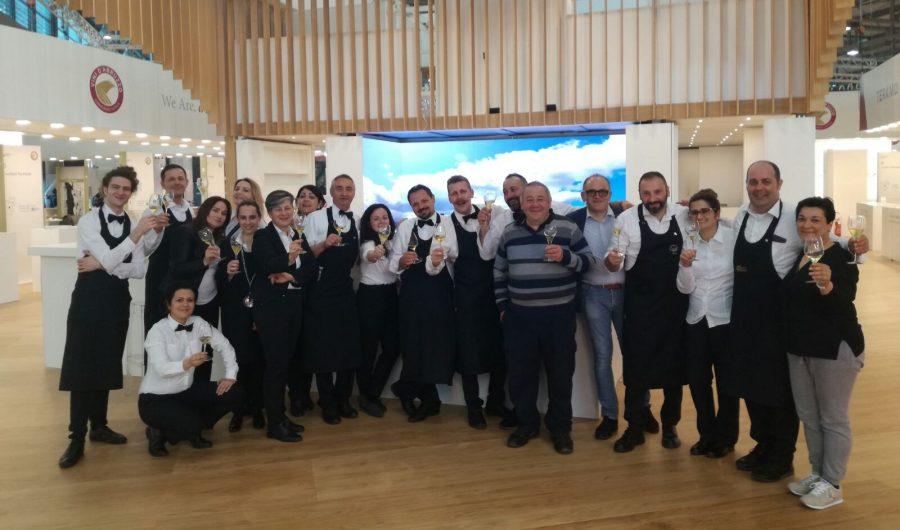 Il team dell'AIS festeggia la chiusura del Vinitaly 2018