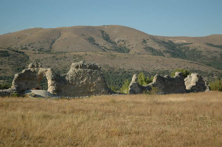 Mura di Peltuinum (ph. sito peltuinum.org)