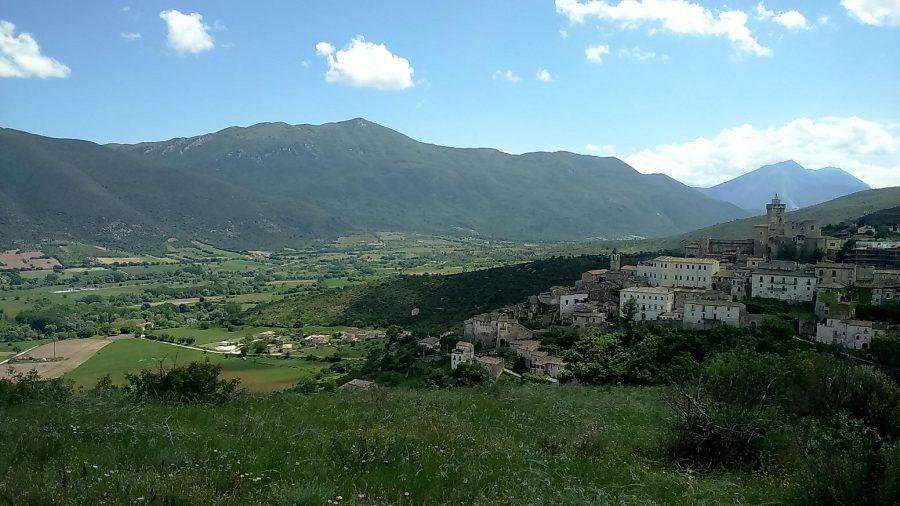 Veduta di Capestrano e della Valle del Tirino (ph. Ivan Masciovecchio)