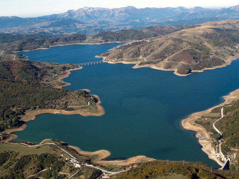 Lago di Campotosto (ph. lungamarciaperlaquila.it)