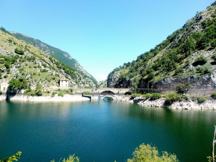 Eremo di San Domenico e lago san domenico
