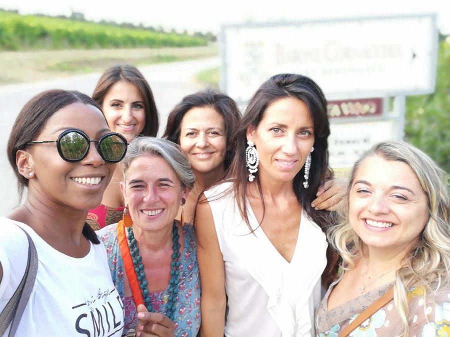 Alcune produttrici abruzzesi con la delegata regionale Jenny Viant Gómez, la prima a sinistra (ph. Donne del Vino)