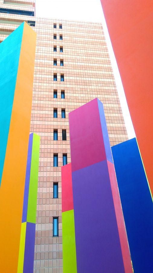 """Uno scorcio de """"Il Giardino Incantato"""" con l'edificio OperA retrostante."""