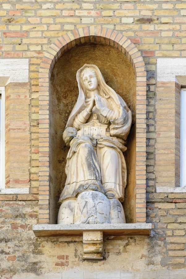 Statua Vergine con modellino