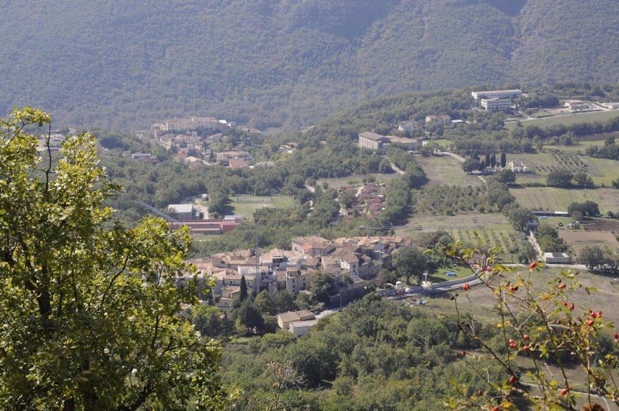Veduta della frazione di San Pio e del borgo di Fontecchio (ph. Ivan Masciovecchio)