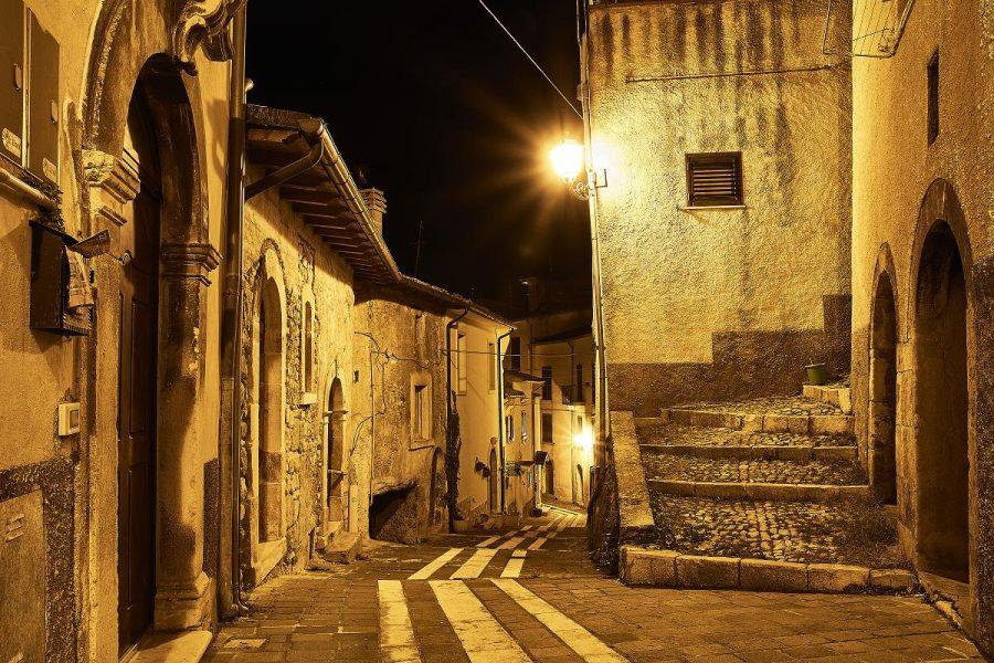 Centro storico di Caramanico Terme (ph. archivio Majambiente - Stefano Lasi)