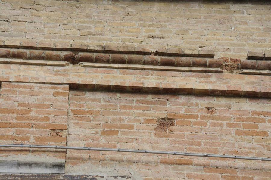 La facciata del mulino con i segni dei colpi di artiglieria (ph. Ivan Masciovecchio)