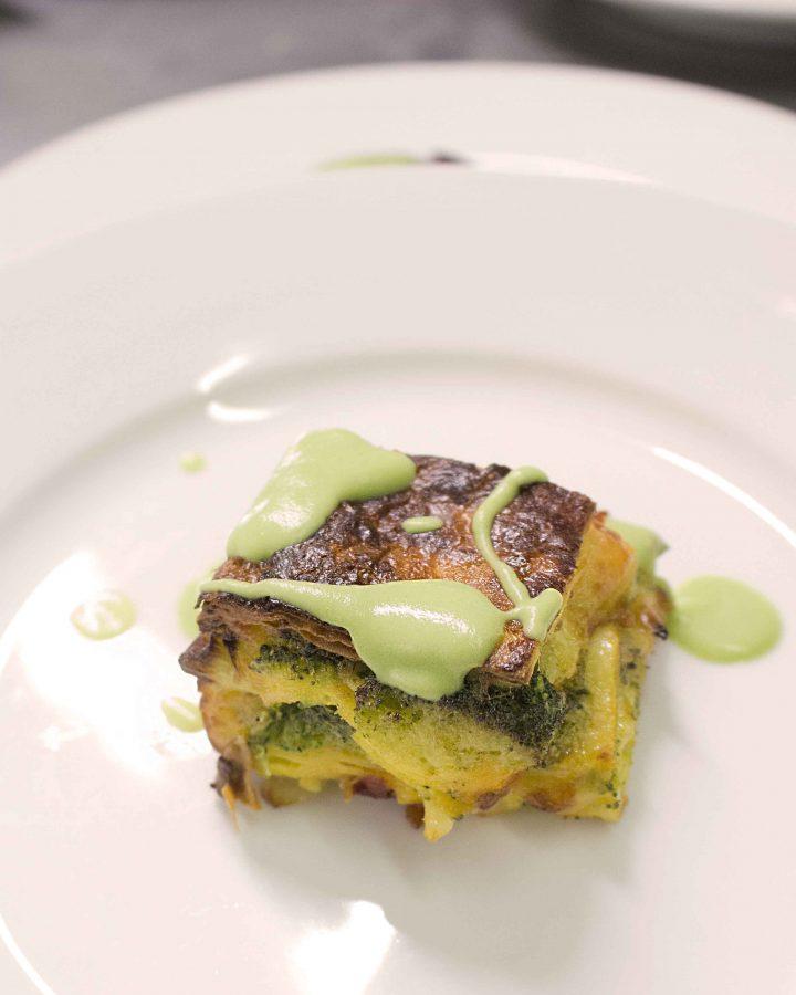 Timballino con verdure spontanee e crema di broccoli (ph. Laura Tommolini)