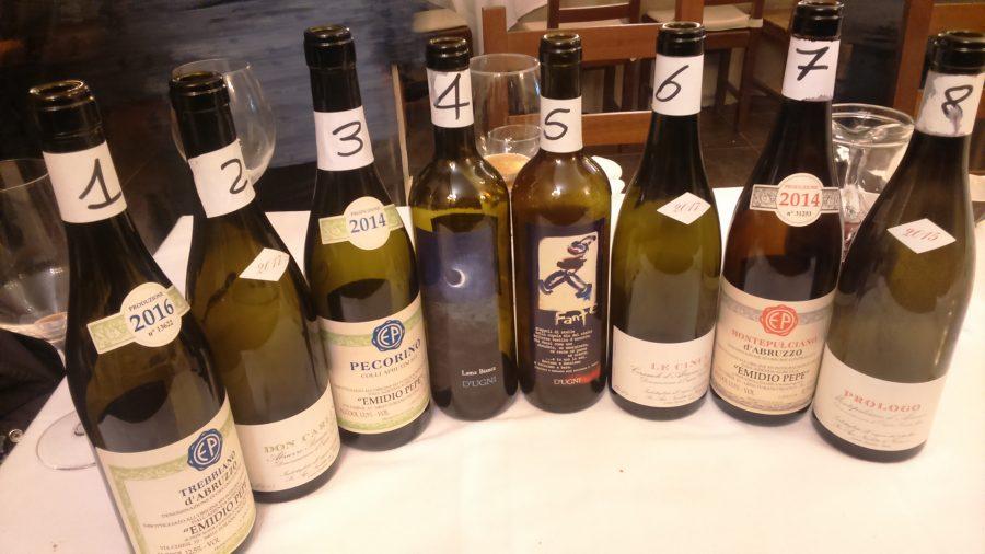 La batteria di vini serviti durante la cena (ph. Ivan Masciovecchio)