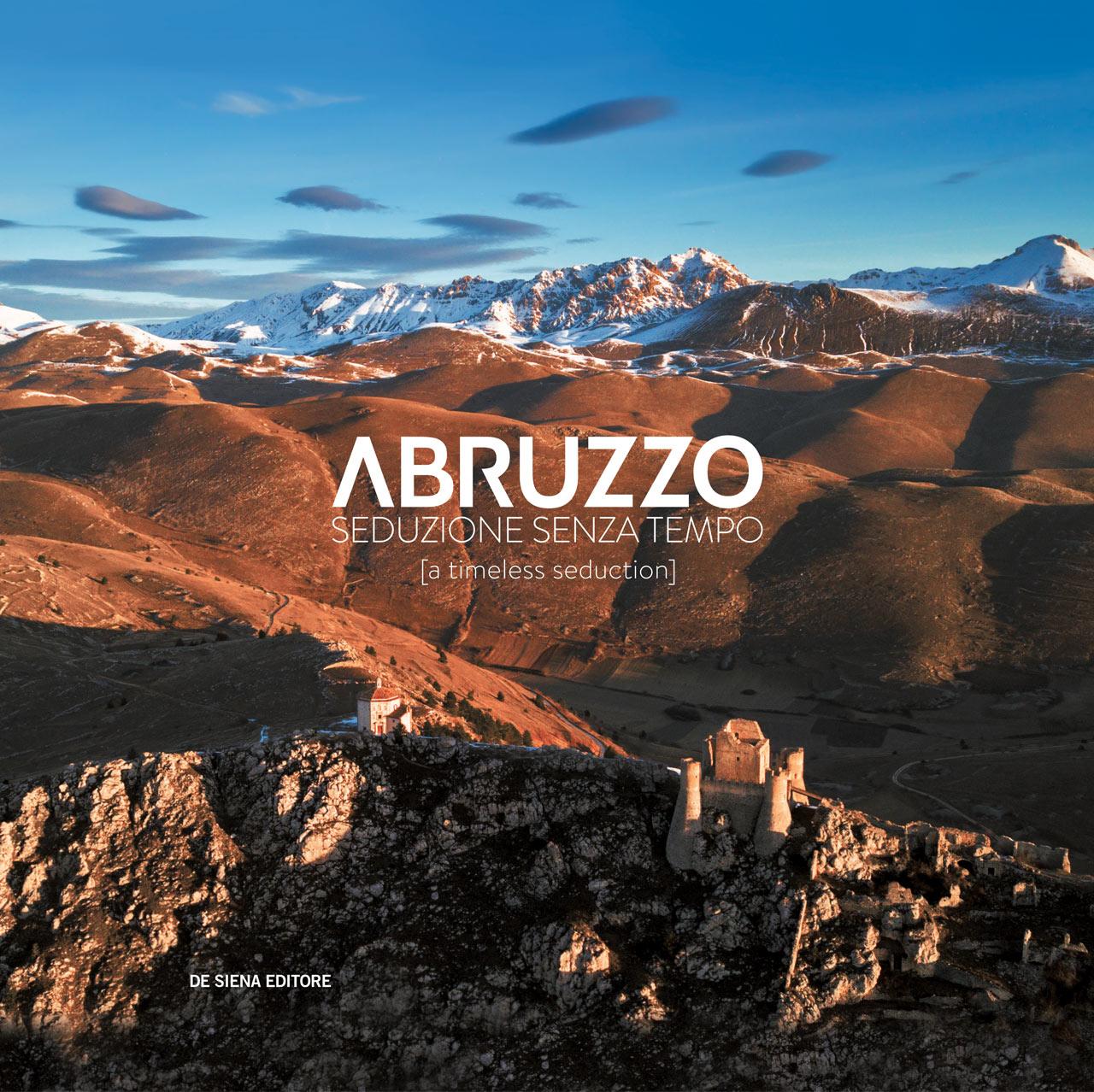 """Copertina del libro """"Abruzzo. Seduzione senza tempo"""". Rocca Calascio ph.: Alessandro Petrini"""