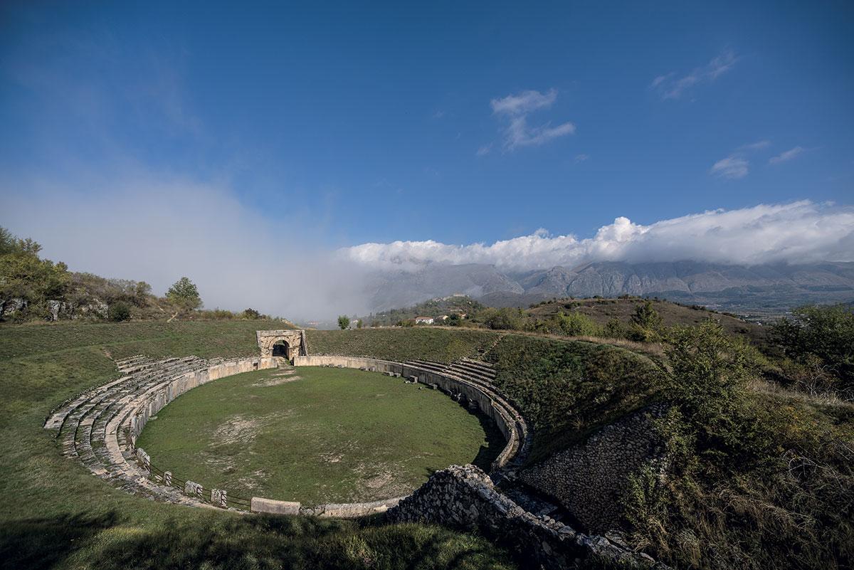 Massa D'Albe, Anfiteatro di Alba Fucens - Foto di Mauro Vitale