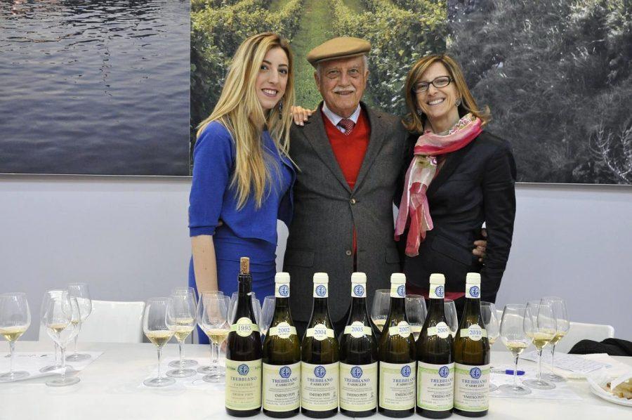 Emidio Pepe con la figlia Sofia e la nipote Chiara (ph. Ivan Masciovecchio)
