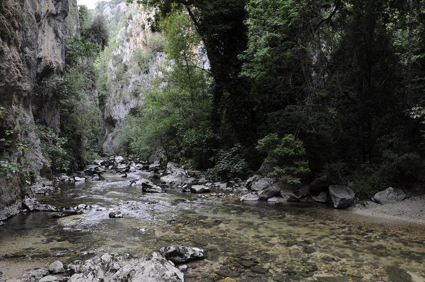 Le acque dell'Aterno nei pressi dell'Eremo di San Venanzio (ph. Ivan Masciovecchio)