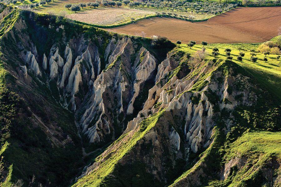 una panoramica dei calanchi di Fosso della Brecciara