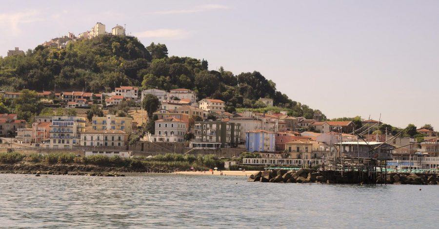 San Vito Marina. In alto il belvedere con la Chiesa di San Francesco (ph. Ivan Masciovecchio)