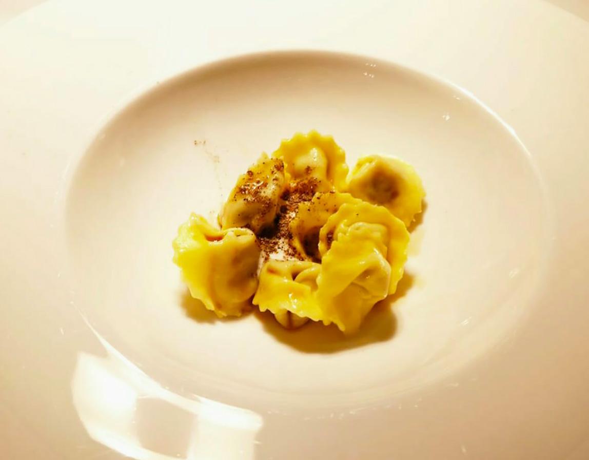 Il piatto Tortelli di anatra all'arancia proposto dallo chef Marcello Spadone