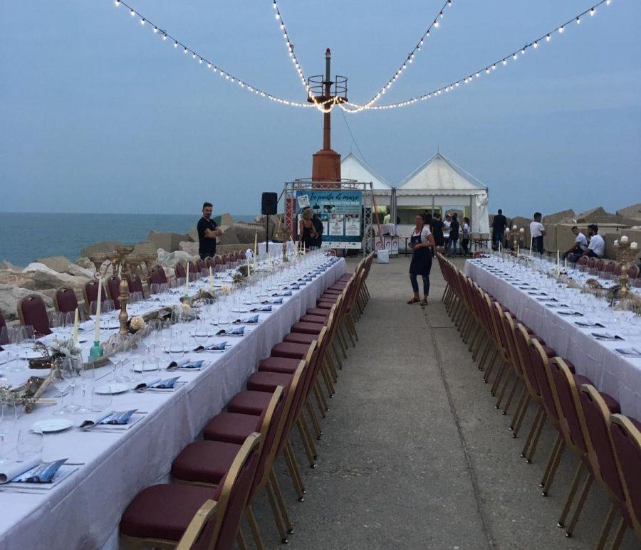 Tavolata sul molo del porto di Giulianova in occasione di Prima Secca 2019
