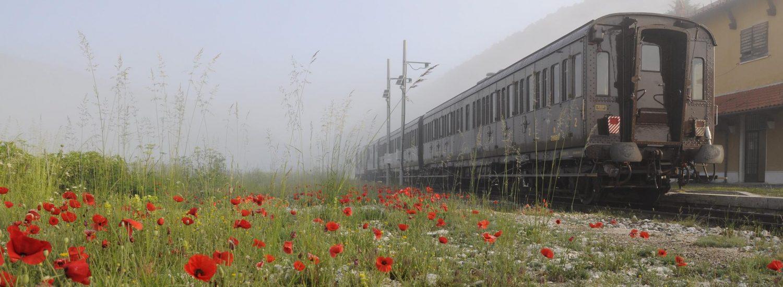 Treno storico in sosta alla stazione di Palena avvolta nella nebbia (ph. Ivan Masciovecchio)
