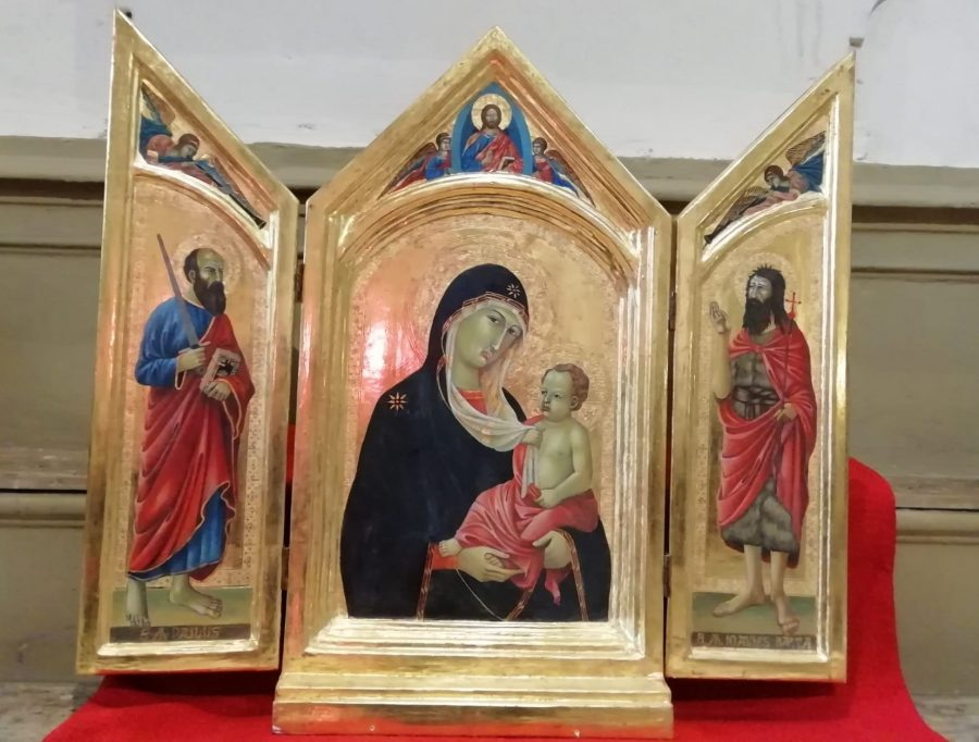Trittico in legno dorato all'interno della chiesa di Sant'Agostino
