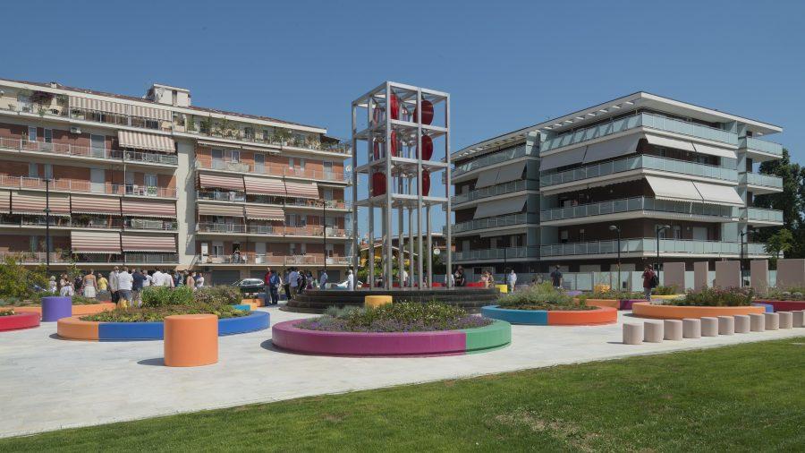 La Torre dei Venti realizzata in Piazza Caduti del Mare a Borgomarino Sud